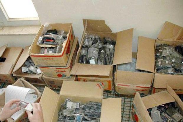 بیش از ۴ هزار قطعه لوازم جانبی قاچاق تلفن همراه در کاشمر کشف شد