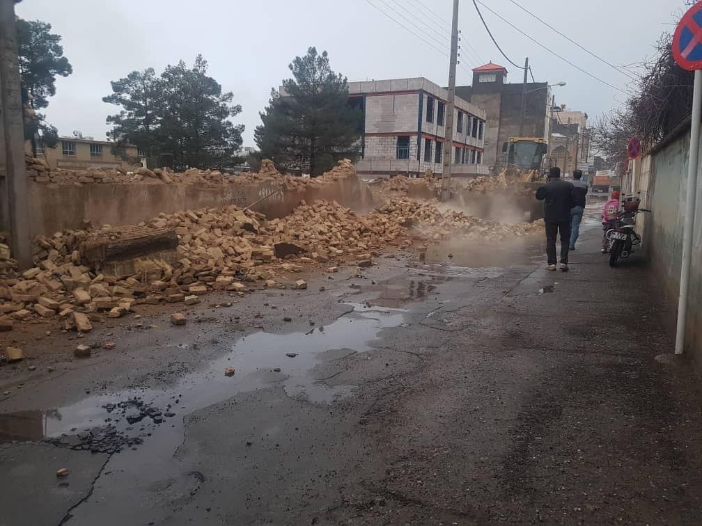 طبق ابلاغ کمسیون ماده ۱۰۰، دیوار مدرسه امام علی(ع) تخریب شد